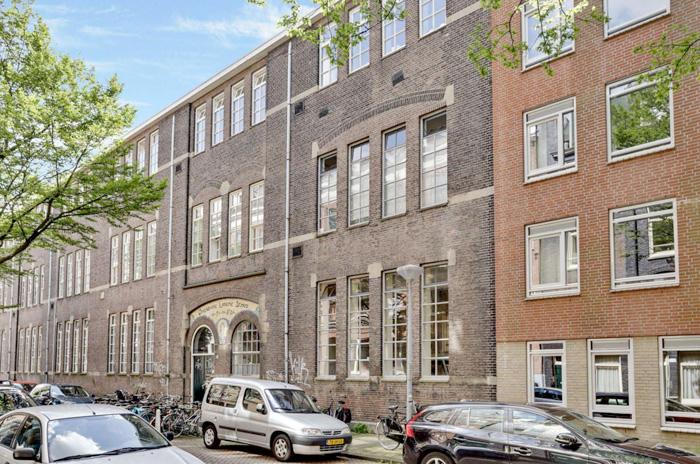 schoolgebouw straatzijde